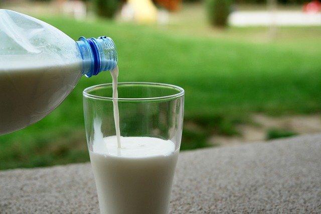 nalévání mléka