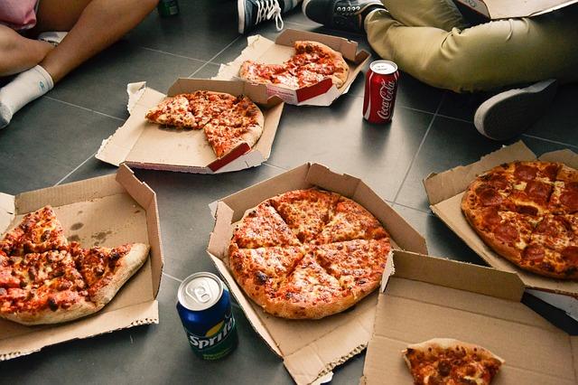 pizzy v krabicích