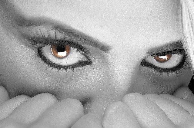 vystrašené oči