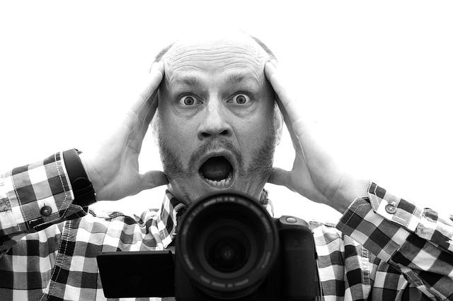 vykulený fotograf