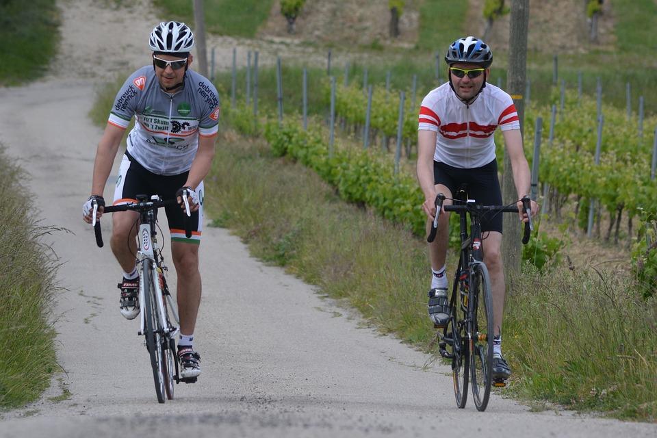 muži na kolech